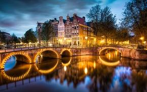Картинка отражение, Amsterdam, освещение, улицы, город, огни, вечер, вода, канал, Nederland, река, тучи, мост, дома, деревья, ...