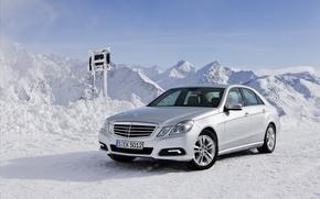 Обои зима, снег, горы, машины, природа, мерседес, auto, mercedes-benz e class 4matic