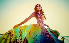 Картинка платье, бусы, Mariam Mohammad