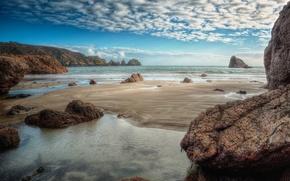 Картинка море, небо, облака, горы, камни, скалы, отлив