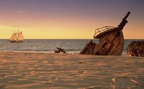 Картинка песок, море, побережье, парусник, корабли, останки, валун