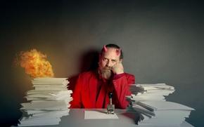 Обои человек, бумаги, огонь