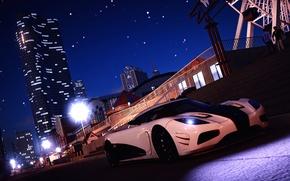 Картинка дорога, белый, ночь, город, люди, колесо, Koenigsegg, фонарь, площадка, высотка, Agera, The Crew, Wild Run