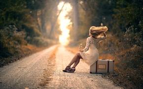 Обои дорога, девушка, ожидание, чемодан