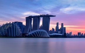 Картинка city, lights, sky, sea, sunset, clouds, evening, Singapore, buildings, architecture, skyscrapers, bay, cityscape, lighting, Gardens …