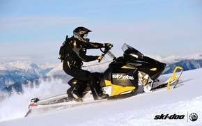 Картинка небо, снег, горы, спорт, очки, 154, шлем, sport, портфель, mountain, snow, снегоход, summit, snowmobile, ski-doo, …
