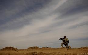 Обои земля, военный, солдат, камни