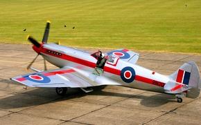 Картинка пилот, самолёт, британский, взлётное поле, готовность к взлёту, Supermarine Spitfire Mk.XIV, скоростной истребитель