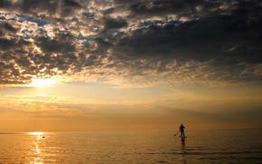 Картинка море, тучи, пасмурно, спорт, минимализм, вечер, мужчина, весло, SUP