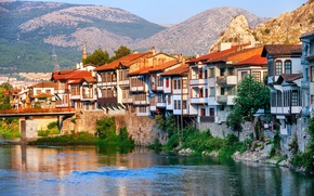 Обои пейзаж, горы, мост, река, скалы, дома, солнечно, Турция, Amasya, Central Anatolia