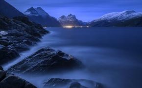 Картинка вода, ночь, огни, туман, камни, скалы, водоём