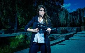 Картинка девушка, оружие, ситуация