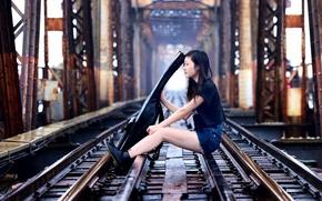 Картинка девушка, мост, музыка, гитара, железная дорога, азиатка