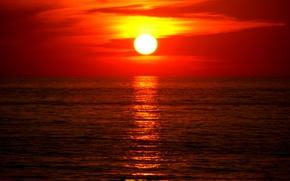 Картинка море, вода, солнце, закат, белое, оранжевое, облачность, жёлтое, алое