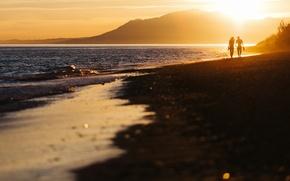 Картинка пляж, закат, влюбленные, двое