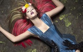 Картинка девушка, цветы, модель, гламур, руки, платье, перчатки, флаги, fashion, мода, венок, Elias Wessel