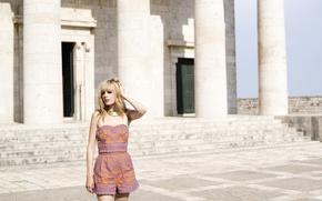 Картинка девушка, блондинка, колонны