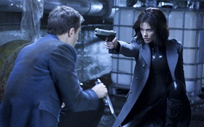 Картинка cinema, Kate Beckinsale, wallpaper, girl, gun, pistol, Underworld, weapon, woman, man, survivor, movie, leather, vampire, …