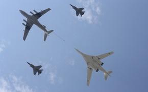 Обои небо, высота, истребитель, полёт, бомбардировщик, самолёт, bomber, ракетоносец, военный, fight, стратегический, Tupolev, Туполев, заправщик, дозаправка, ...