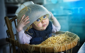 Картинка ребенок, девочка, беспорядок, спагетти, макароны