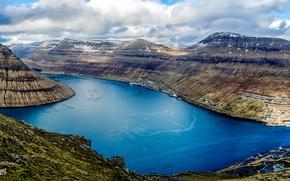 Обои вид сверху, горы, корабли, Faroe Islands, Klaksvik, залив, панорама, Дания, облака, гавань
