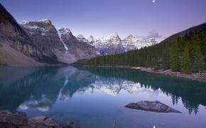 Обои Moraine Lake, горы, деревья, Alberta, озеро, облака, небо, скалы, Канада, лес