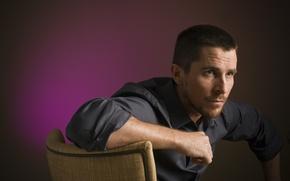 Картинка стул, актер, мужчина, рубашка, Кристиан Бэйл, Christian Bale
