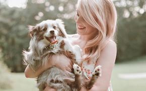 Картинка девушка, улыбка, смех, собака, блондинка, щенок