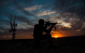 Картинка закат, оружие, силуэт, солдат