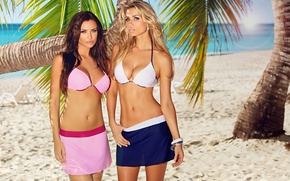 Картинка песок, море, пляж, пальмы, фото, брюнетка, блондинка, купальники, груди, Monika Pietrasinska