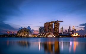 Картинка облака, закат, lights, огни, отражение, небоскребы, вечер, подсветка, залив, Сингапур, архитектура, мегаполис, sunset, clouds, evening, ...