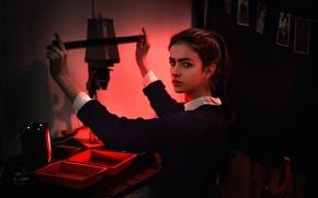 Обои девушка, проявка, плёнка, Dima Begma, фотоувеличитель, Photographer from the past