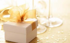 Картинка праздник, коробка, подарок, бокалы, белая, золотой, шампанское, бант, коробочка