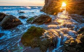 Обои море, камни, скалы, берег, горизонт, прибой, США, лучи солнца, Malibu, Малибу