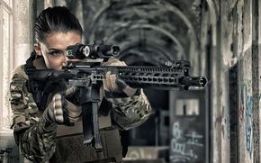 Обои оружие, лицо, девушка, штурмовая винтовка, оптика