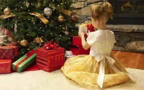 Картинка праздник, ковер, елка, новый год, платье, девочка, подарки, girl, камин, new year, елочные игрушки