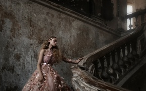 Картинка девушка, платье, лестница, перила, Tatiana Mercalova, Бажена