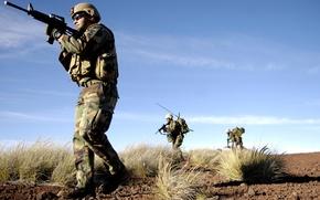 Картинка оружие, пустыня, солдаты