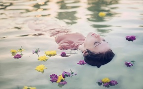 Обои цветы, Andrea Peipe, девушка, в воде