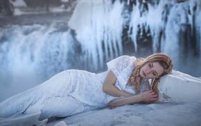 Картинка зима, девушка, модель, водопад, лёд, платье, мороз, Исландия