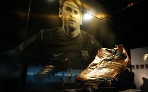 Картинка экспозиция, футбол, футболист, Лионель Месси, Золотая бутса, музей ФК Барселона, European Golden Shoe, награда лучшему …