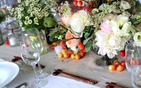 Обои цветы, стол, бокал, ромашки, букет, ваза, черешня, китайские палочки, пионы, сервировка