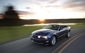 Обои дорога, скорость кабриолет, Mustang gt, закат