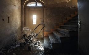 Обои лестница, коляска, дверь
