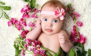 Картинка цветы, улыбка, игра, ребенок, девочка, play, happy, smile, flowers, child, cute, милые, little girl, красивая …
