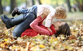 Картинка осень, девушка, счастье, улыбка, парк, листва, профиль, кудряшки