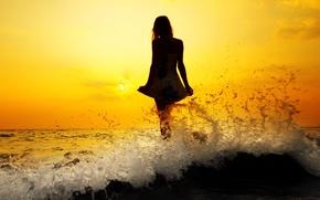 Картинка море, волны, вода, девушка, солнце, закат, брызги, река, фон, обои, настроения, женщина, волосы, волна, фигура, ...