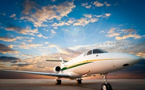 Картинка небо, асфальт, облака, самолет, рассвет, взлетная полоса, аэродром, пассажирский