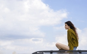 Картинка крыша, небо, свобода, девушка, шорты, автомобиль