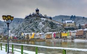 Картинка зима, снег, река, замок, дома, Германия, фонари, крепость, Burg, Cochem
